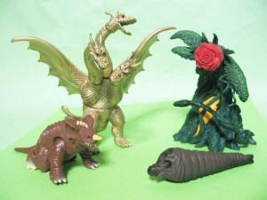 食玩『ミニバトルGゴジラ超決戦』より、バラゴン、キングギドラ、ビオランテ、モスラ幼虫