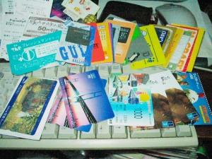 プリペイドカードとクーポンだけは財布に収まらない量があるっ