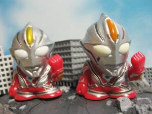 「ウルトラマンメビウスインフィニティー」指人形 /画像左:劇場配布版、右:販売版