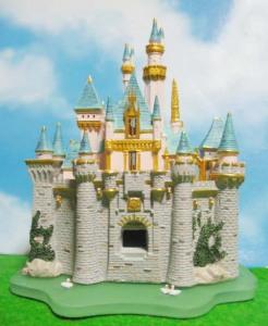 「眠れる森の美女」の城が完成(画像は旗を未接着)
