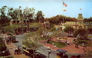 Post Cards / This is Disneyland / DISNEYLAND TOWN SQUARE MAIN STREET, U.S.A. /('60s)