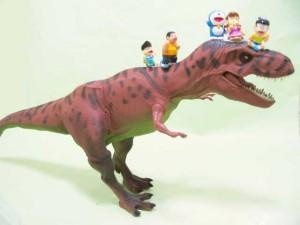 ティラノサウルスとドラえもんたち