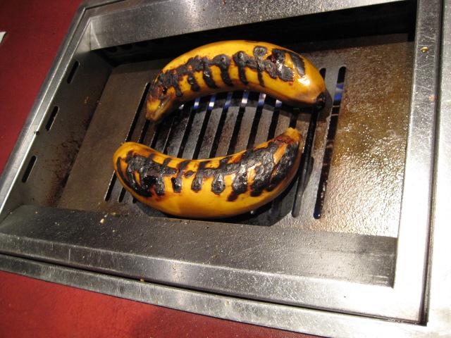 バナナを焼き中