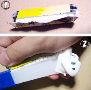 1.包みをすべて広げ 2.包みを利用してつかみ、そのままディスペンサーへ