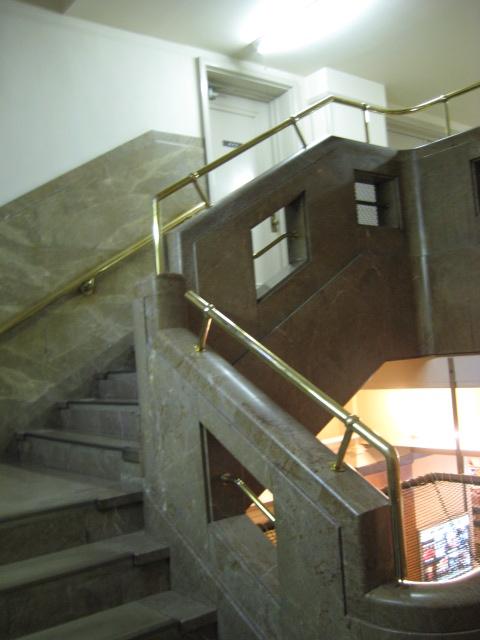 九段会館の階段