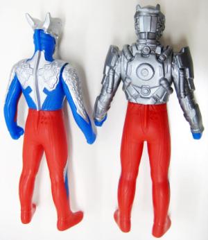 ウルトラマンゼロとテクターギア・ゼロ(背面)