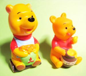 三菱銀行ディズニーキャラクター貯金箱/くまのプーさん67年版と94年版比較