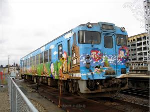 氷見-高岡を走る忍者ハットリくん列車