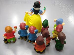 白雪姫と9人ぐらいのこびと
