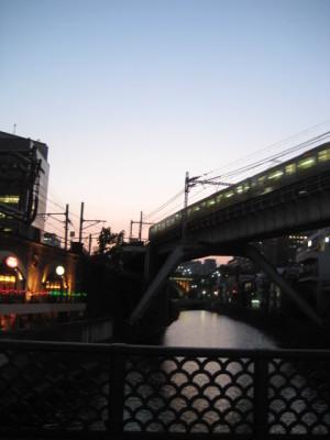 川と夕日と電車